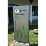 Schreinerei Grabner - Werbepylon im oberen Bereich dekupiert und hinterleuchtet, Rest Folienbeschriftung (2012)